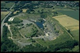Vue aérienne Ancienne carriere des Vaux en 2000 [copyright Duchesne Jacques]